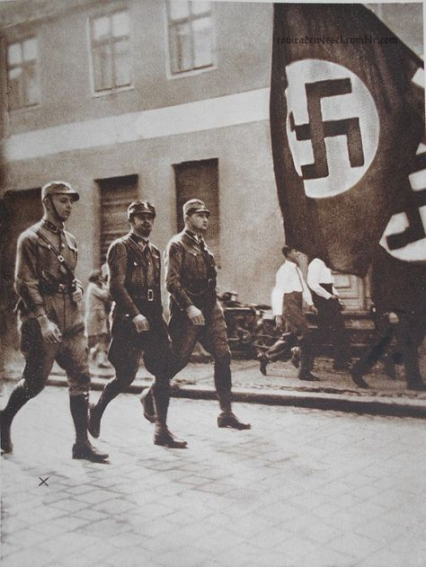 Horst Wessel an der Spitze seines Sturms