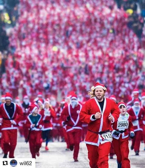 xmas Now THATs a Santa Run! #Repost...
