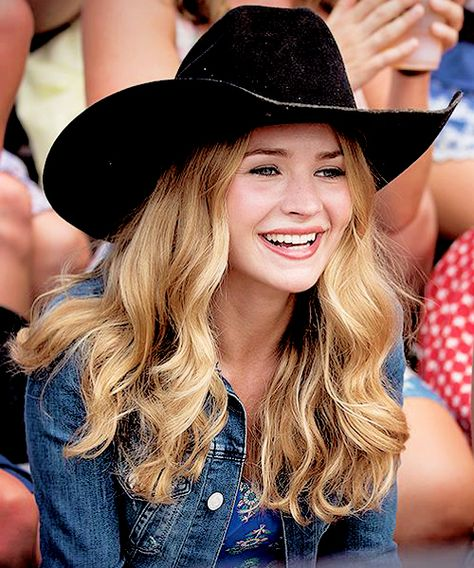 Hey I'm Britt Robertson. I have two little sisters named Sabrina and Kylie. I love to act and be with my sisters. Single and looking. introduce yourself.
