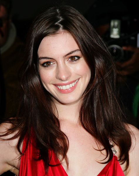 Anne Hathaway heads fat-shamers off at the pass with weight-gain explanation (video)