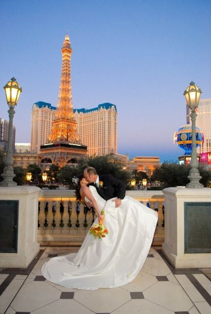 bride and groom kiss in Vegas in front of the Bellagio! I sang for their beautiful wedding, lucky me! #vegaswedding