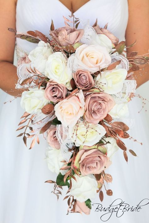 Dusty Rose Wedding, Blush Wedding Flowers, Pink And Gold Wedding, Wedding Flower Arrangements, Blush Roses, Bridal Flowers, Gold Flowers, Cascading Flowers, Diy Flowers