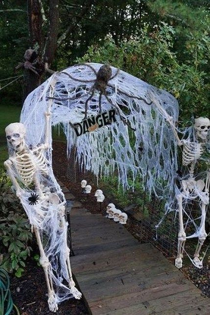 46 Easy And Cheap Diy Halloween Decoration Ideas Halloween Outdoor Decorations Halloween Party Dinner Scary Halloween Decorations Outdoor