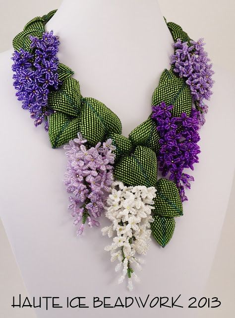 Lilac Necklace Picnic In May on Lilac Way von HauteIceBeadwork €)