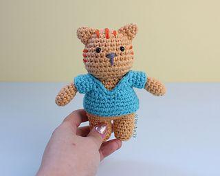 Ravelry: Mini cat amigurumi pattern by Tinneke Grauwels | 256x320