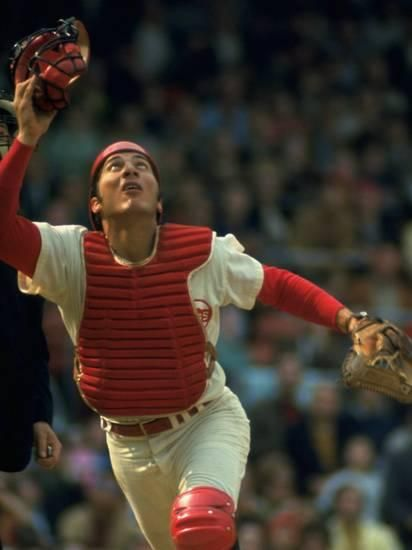 Cincinnati Reds Catcher Johnny Bench Catching Pop Fly During Game Against San Francisco Giants Premium Photographic Print John Dominis Allposters Com Johnny Bench Cincinnati Reds Baseball Cincinnati Reds