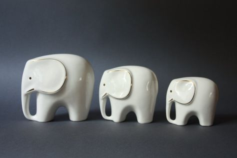 MidCentury Modern Set of 3 Porcelain Elephants by GoGoBerlinette.