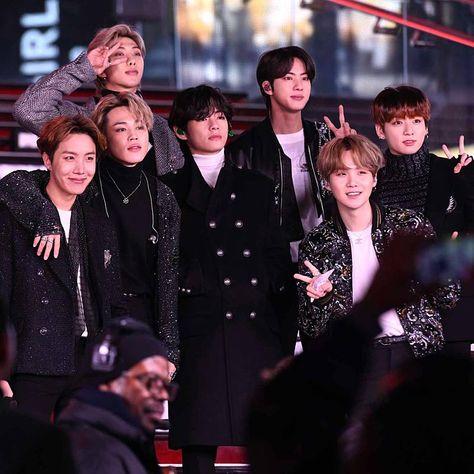 BTS are the first Korean artists to score a platinum album in the US — NME Shraddha Kapoor, Priyanka Chopra, Ranbir Kapoor, Deepika Padukone, Bts Lockscreen, Foto Bts, K Pop, Douglas Booth, Charli Xcx