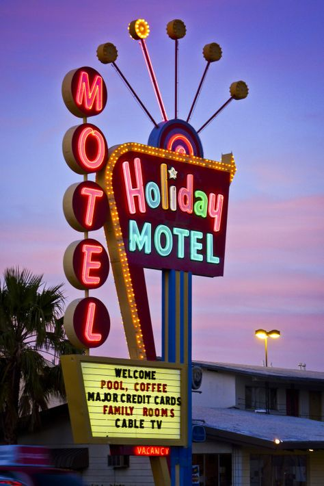Holiday Motel on Las Vegas Boulevard Old Neon Signs, Vintage Neon Signs, Neon Light Signs, Old Signs, Neon Aesthetic, Aesthetic Vintage, Photo Wall Collage, Picture Wall, Neon Nights