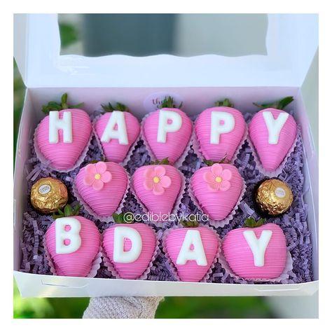 Chocolate Coverd Strawberries, Strawberry Cake Pops, Strawberry Ideas, Chocolate Covered Treats, Dipped Oreos, Chocolate Dipped Strawberries, Pink Chocolate, Chocolate Sweets, Chocolate Bouquet