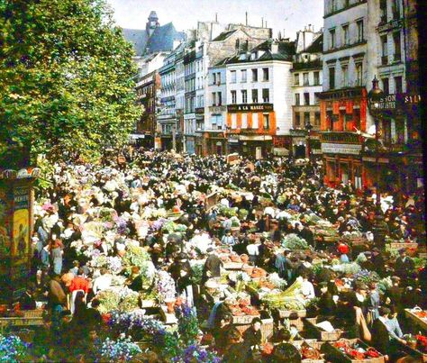 Paris 100 Years Ago - Tired of the endless series of black and white photos that were popular in the day, French banker Albert Kahn decided to do something about it. In 1909, he commissioned four photographers to take their cameras all around the world, and using Autochrome Lumière, to document in color what they saw. In 1914, Leon Gimpel, Stephane Passet, Georges Chevalier, and Auguste Leon began their work.