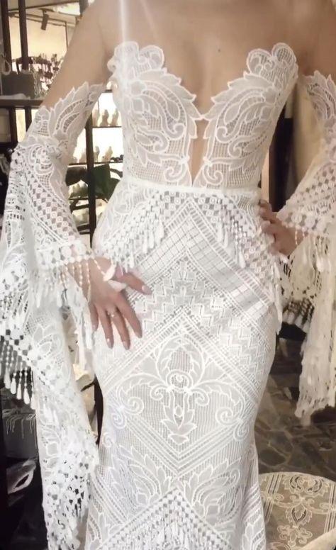 To find out more 〰️ check out our online shop  #raraavis #raraavisgroup #weddingdress #weddingdresses #bridalgown #bridal #bridalgowns #weddinggown #bridetobe #weddings #bride #weddinginspiration #dreamdress #fashionista #weddingideas #bridalcollection #bridaldress #dress #fashion #weddingstyle #wedding