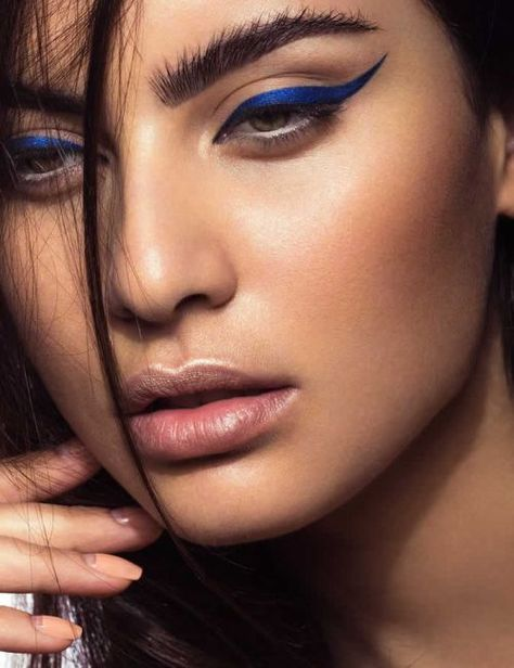 💙 Yes, you can wear colorful eyeliner! 💙 Blue✅ Gold✅ Champagne✅Silver✅Black✅ 🛍 Available at Theboldlipstick.