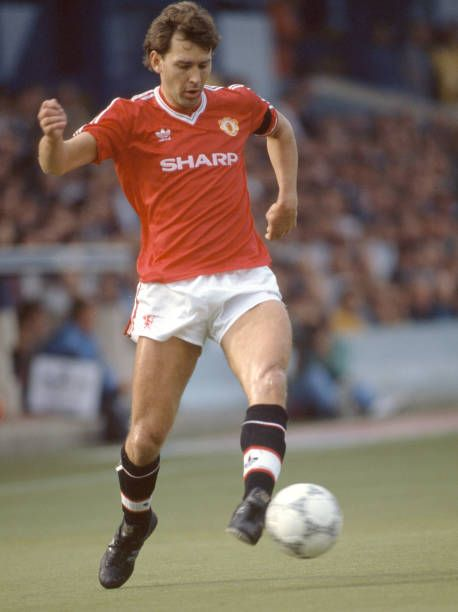 Bryan Robson Of Manchester United In Action During The Barclays League Division One Match Between Luton Town And Ma
