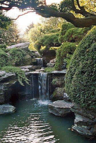 New York City S Hidden Waterfalls Botanicgarden This Post Is Inspired By The Recent Hoopla Over The 15 5m Installat Garten Botanischer Garten Bepflanzung