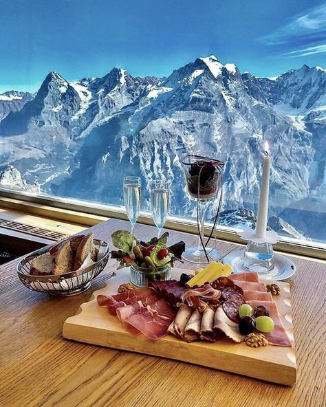 Lunch with a view 🏔 Murren, Switzerland. Photo by 🌞 Good Vibes Lifestyle 🌞 The best self help book 📓 of the last several 👌 …. Vacation Trips, Dream Vacations, Vacation Travel, Murren Switzerland, Swiss Switzerland, Visit Switzerland, Hotel In Den Bergen, Luxury Boat, Voyage Europe