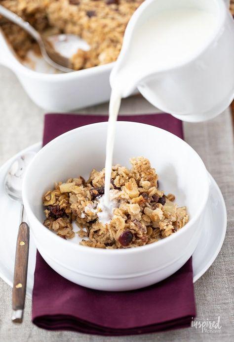 Apple Cranberry Baked Oatmeal - Fall Breakfast Recipe #apple #cranberry #bakedoatmeal #oatmeal #breakfast #recipe #applecranberry