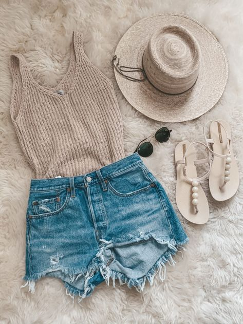 beach look // spring break outfit // jean shorts The Effective Pictures We Offer You About my ideas diy A quality picture can tell you … Summer Fashion Outfits, Cute Summer Outfits, Cute Casual Outfits, Spring Outfits, Summer Fashions, Edgy Outfits, Holiday Outfits, Summer Shoes, Women's Summer Clothes