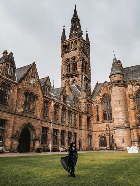 If you want to know where Harvard University in Outlander was filmed, it was in Glasgow! Here's a complete University of Glasgow Outlander location guide Visit Glasgow, Glasgow City, Glasgow Scotland, Scotland Travel, Edinburgh University, University Of Scotland, Hogwarts University, Diana Gabaldon Bücher, Places