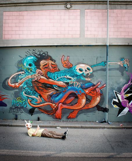 In a world of zombies, acids, drugs and madness, the art of Nychos present the dark sides of urban society with some remarkable and humorous anatomical