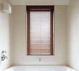 お風呂でも使える木製ブラインド 窓のリフォーム 鳥取 鳥取市の