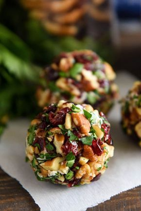 Cranberry Pecan Goat Cheese Truffles: these festive mini cheese balls only take 15 minutes and are loaded with creamy goat cheese, cranberries and crunchy pecans! Cranberry Pecan Goat Cheese Truffles: these festive mini cheese balls only take 15 minutes Snacks Für Party, Appetizers For Party, Appetizer Recipes, Soup Recipes, Cooking Recipes, Pecan Recipes, Dinner Recipes, Goat Cheese Appetizers, Cooking Pork