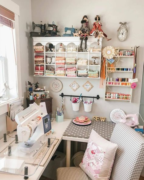 Wow - so pretty and organized Sewing Nook, Sewing Room Design, Sewing Room Decor, Craft Room Design, Sewing Spaces, Sewing Room Organization, Craft Room Storage, My Sewing Room, Craft Room Decor