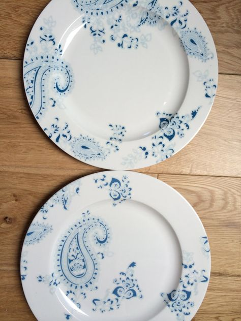 set of two dinner plates with blue paisley design on Etsy, 20,00£