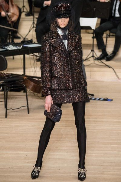 Chanel Pre-Fall 2018 Fashion Show Collection: See the complete Chanel Pre-Fall 2018 collection. Look 38