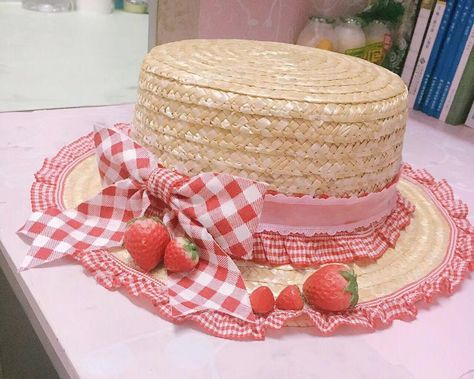 Lolita Hat, decorated with pure lace and bows. <br />Need weeks making period.<br />And it is made by hand, so it might have small imperfections, but it won't affect the general looking.<br />Shipping fees are not included. Strawberry Dress, Strawberry Shortcake, Strawberry Art, Strawberry Kitchen, Kawaii Fashion, Lolita Fashion, Emo Fashion, Gothic Fashion, Estilo Lolita