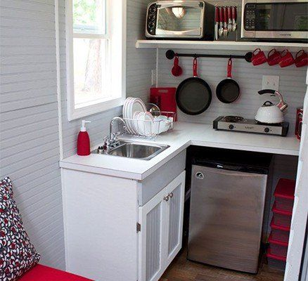 Here Are Very Creative And Useful Tips And Design Ideas For Small Kitchens If You Re Planning To Decorat Kitchen Design Tiny House Kitchen Kitchen Design Small