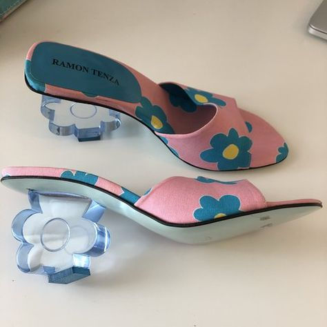 Vintage Ramon Tenza heels with flower print and block flower - Depop How should the right shoe choice be? What should be considered for foot health? Sock Shoes, Cute Shoes, Me Too Shoes, Aesthetic Shoes, Aesthetic Clothes, Aesthetic Outfit, High Heels, Shoes Heels, Pumps
