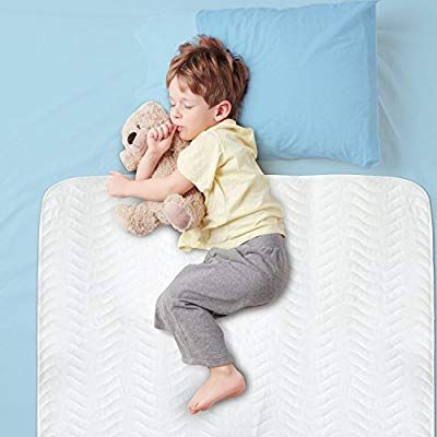 Amazon Com Large 28 X 52 Best Defense Medical Grade Mattress Protector Waterproof Sheet Protection And Hospital Incontinence Bed Pad Most Absor I Mattress Protector Bed Furniture Bed Pads