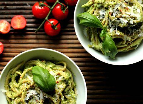 Generelt så mener jeg at en pastarett har lett for å bli kjedelig, men det som også er fint med pasta er at man enkelt kan gjøre den sunn, og god på smak. Pasta i kremet avokadosaus har sirkulert p...