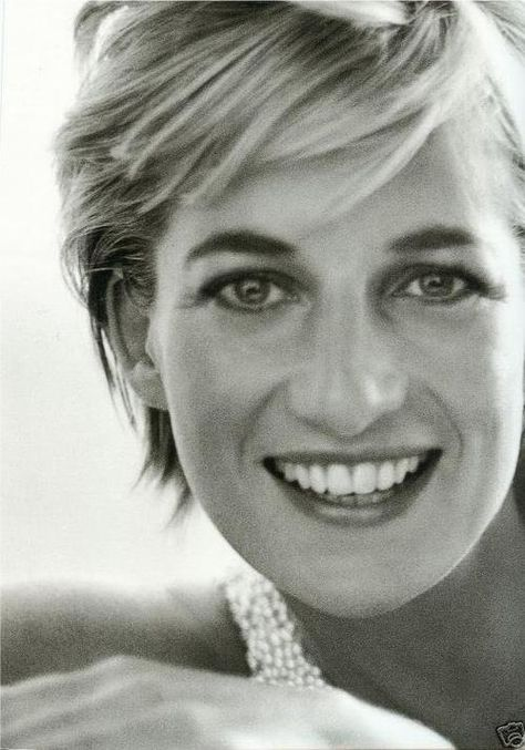 Top quotes by Princess Diana-https://s-media-cache-ak0.pinimg.com/474x/27/2e/d5/272ed5d0433fcf6feb85ad396f3d9964.jpg