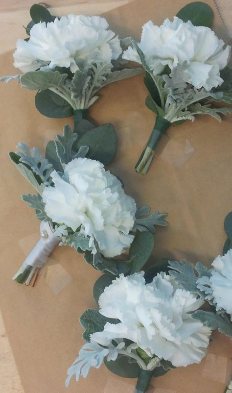 For the groom and bestmen, buttonholes of carnation and dusty miller by Helmivillakko.
