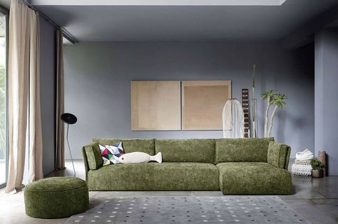 Das moderne Sofa Smunk von Novamobili mit leicht angewinkelte - wohnzimmer einrichten grun