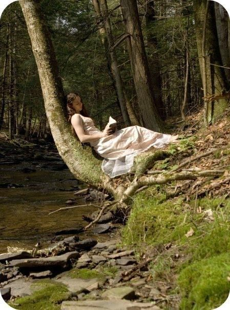 Girl Reading in a Forest . This just looks so comfy! I want that to be in my backyard! Wallpaper images in the Books to Read club tagged: girl reading . Foto Fantasy, Fantasy Magic, I Love Books, Good Books, Books To Read, Reading Books, Reading Tree, Buy Books, Foto Portrait
