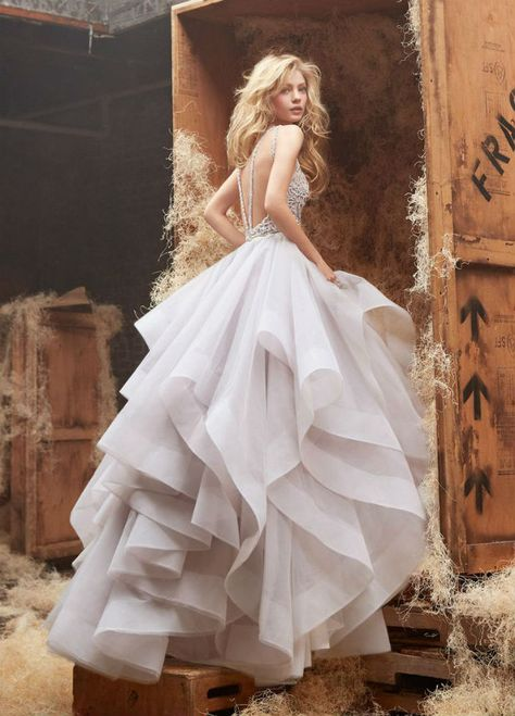 Adore this whimsy wedding dress