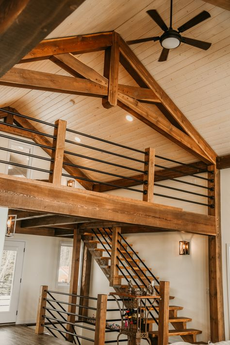 This timber frame home features a little attic or loft. with the vaulted ceiling and timber trusses this rustic home is a true work of art. Loft Design, Design Case, House Design, Timber Frame Homes, Timber House, Timber Frames, Cabin Loft, Loft House, Tiny House