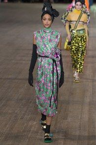 The complete Marc Jacobs Spring 2018 Ready-to-Wear fashion show now on Vogue Runway.