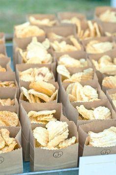 #events #candybar#alternativen#ideen Candybar & Co - ein paar Alternativen und Ideen - shopandmarry Mittlerweile darf die Candybar auf ( fast ) keiner Hochzeit mehr fehlen…Gummibärchen, Lakritzstangen, Lollies, Bonbons in Herzform und verschiedene andere Leckereien schmecken ja auch so lecker und sorgen für den richtigen Zuckerschub bei der Hochzeitsgesellschaft. Was aber gibt es denn für…