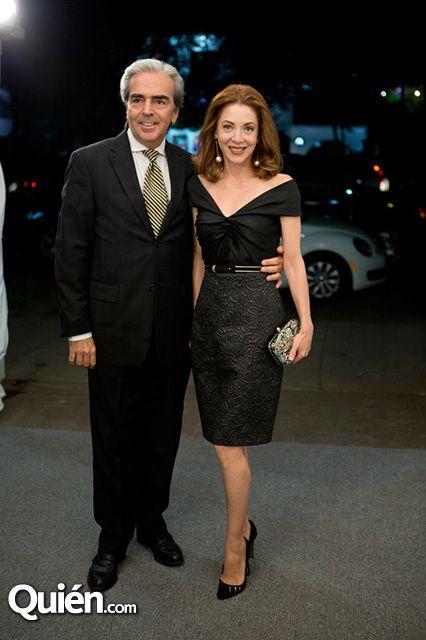 Lorenzo Lazo y Edith González en el aniversario de la Galría Óscar Román
