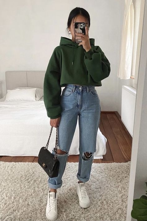 40 Stylish College Girl Outfits to Show Off Your Style