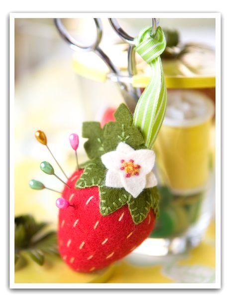 strawberry pincushion by LuzR