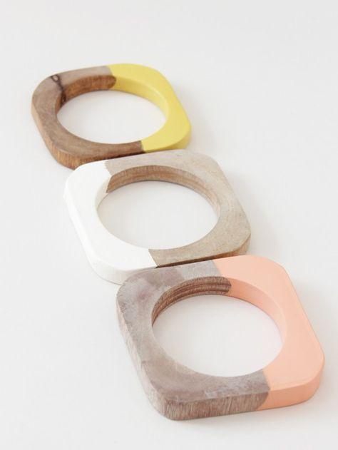 Cold Picnic | Zo simpel, zo mooi: houten armbanden in verf gedoopt