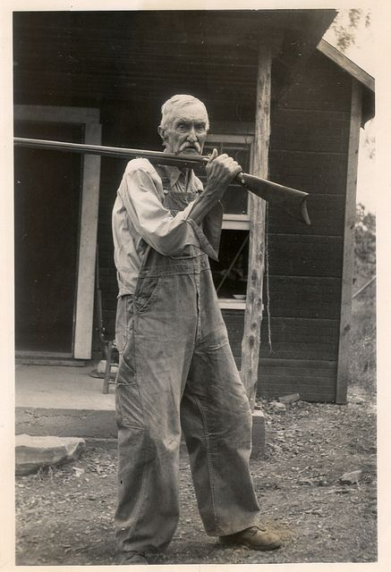 Unidentified man with a rifle. Image from the Mary Celestia Parler Photograph… Asian History, British History, American History, Tudor History, Historical Women, Historical Pictures, Appalachian People, Appalachian Mountains, Old Pictures