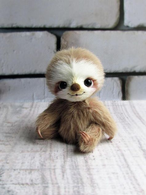 Little sloth by Alina Priymak on Tedsby