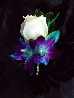 Purple Wedding Flowers No peacock feather in this boutonniere but the purple blue orchids with the white rose would look nice for a peacock color theme wedding Boutonnière Rose, Orchid Boutonniere, Boutonnieres, Groom Boutonniere, White Rose Boutonniere, Prom Flowers, Peacock Wedding Flowers, Peacock Wedding Dresses, Peacock Wedding Centerpieces