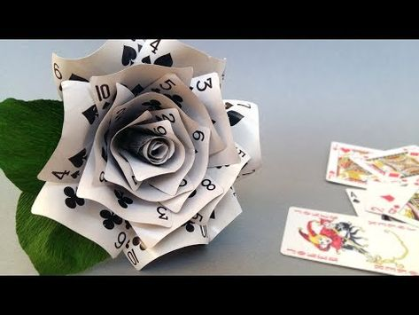 Diy rose made of playing cards make playing cards, playing card craft Alice In Wonderland Crafts, Alice In Wonderland Tea Party Birthday, Alice In Wonderland Decorations, Alice Tea Party, Alice In Wonderland Birthday, Tattoo Alice In Wonderland, Alice In Wonderland Outfit, Mad Tea Parties, Mad Hatter Party